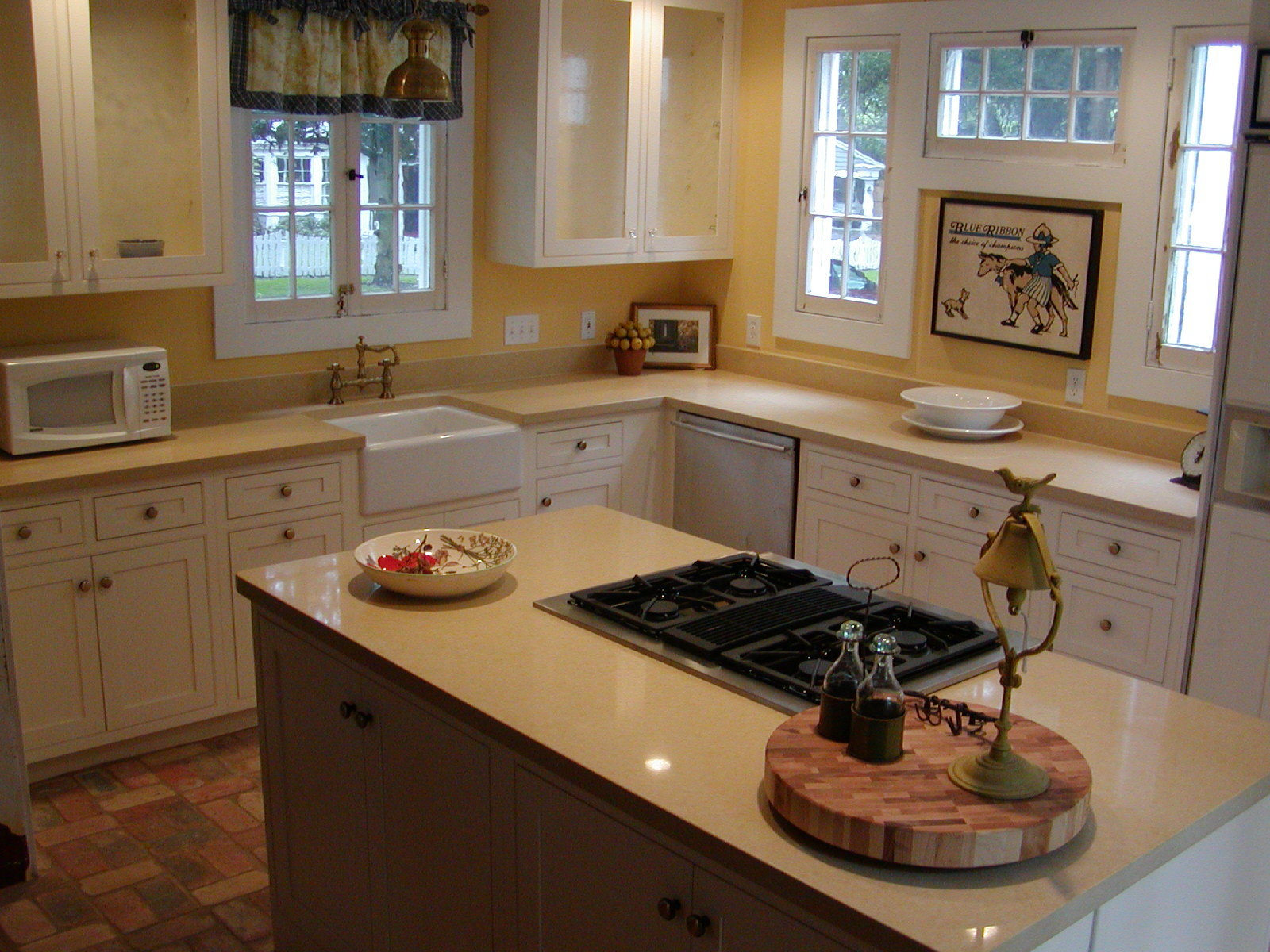 Color Granite To Put With White Kitchen